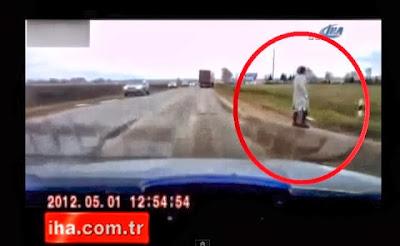 Ανατριχιαστικό Βίντεο που κάνει το γύρο του διαδικτύου: Γυναίκα φάντασμα κατέγραψε κάμερα στη Ρωσία!!!