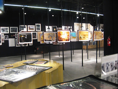 All the paintings inwards the shop are for sale Singapore attractions : National Geographic Store