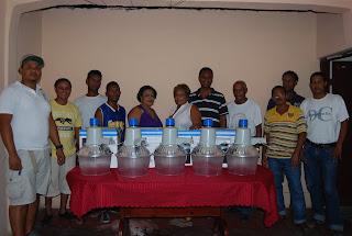 Regidora Lucrecia Santana hace entrega de varias lámparas en Sabana Perdida
