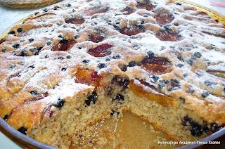 пирог с фруктами и орехами в разрезе