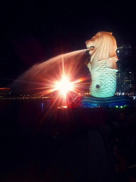 Singapore at night, Merlion