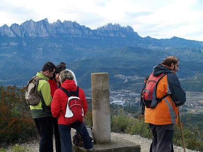 Entorn del vèrtex geodèsic del Puigsoler amb Montserrat al fons