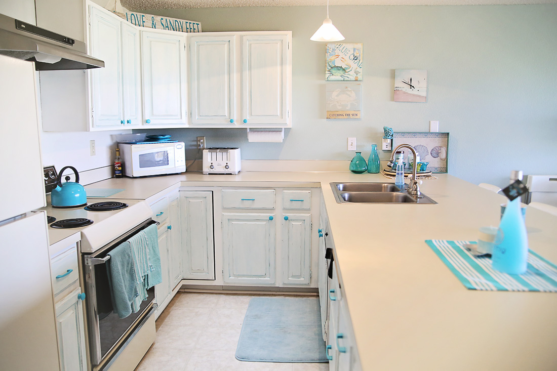Kitchen cabinet chalk paint makeover | Inspirations
