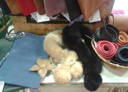 Carteras de mano, cinturones, broche y cuellos, de piel