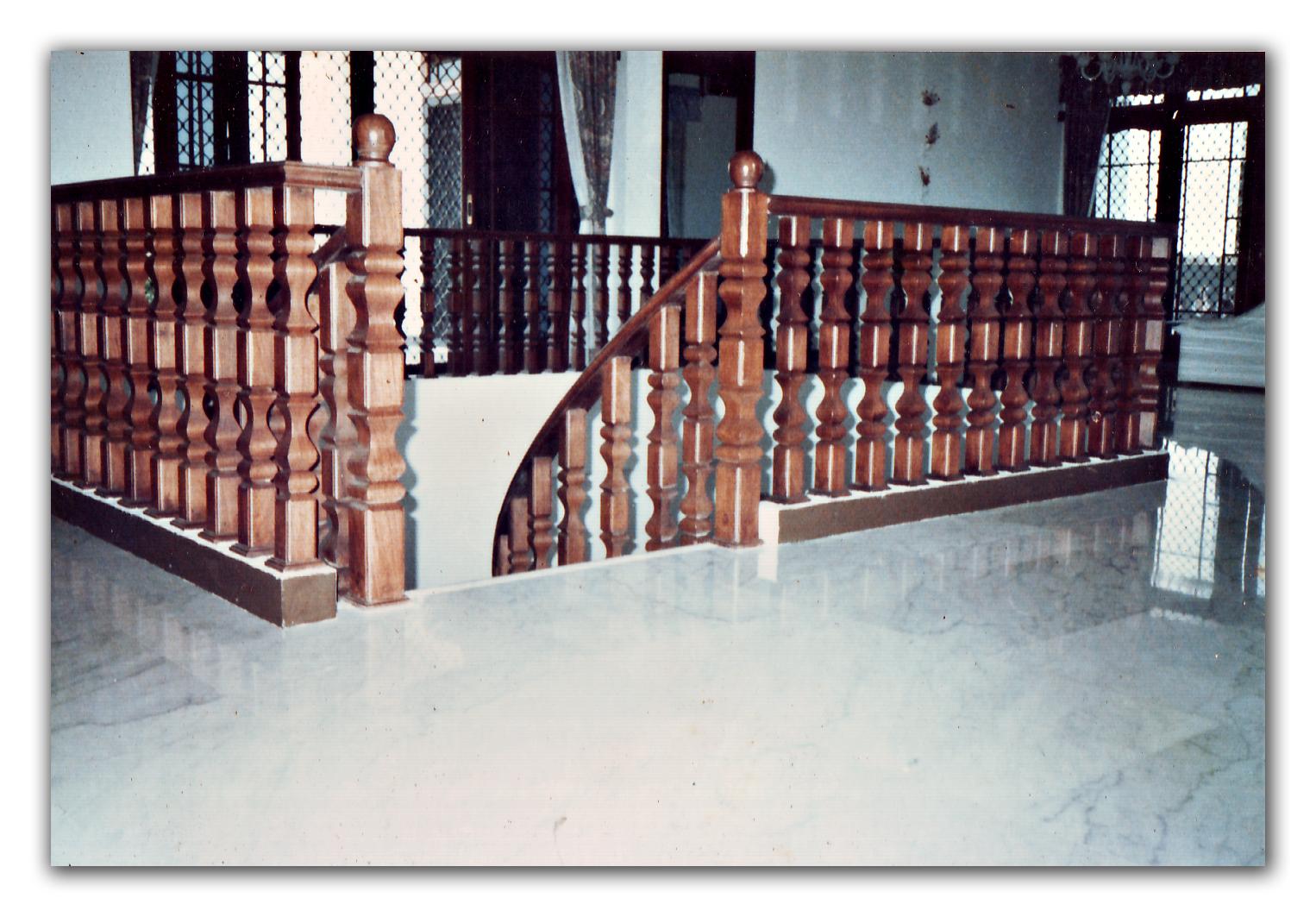 Anak tangga kayu