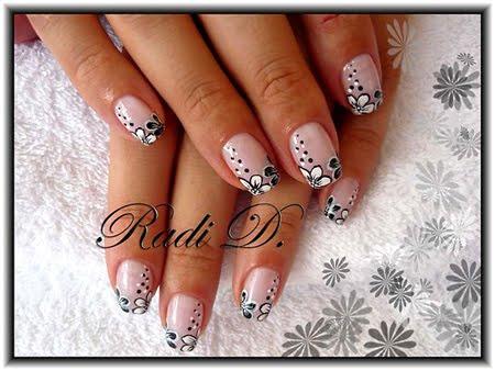 Маникюр за къси нокти в черно и бяло