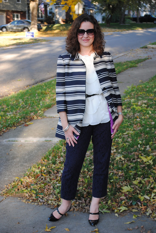 http://akstylemyway.blogspot.com/2012/10/navy-and-lace.html