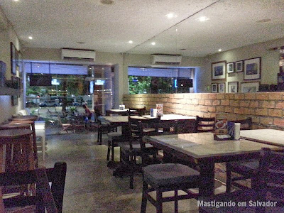 Acqua Café: Ambiente interno da unidade do Itaigara
