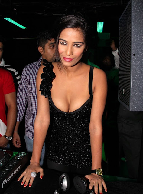Poonam Pandey Hot in black