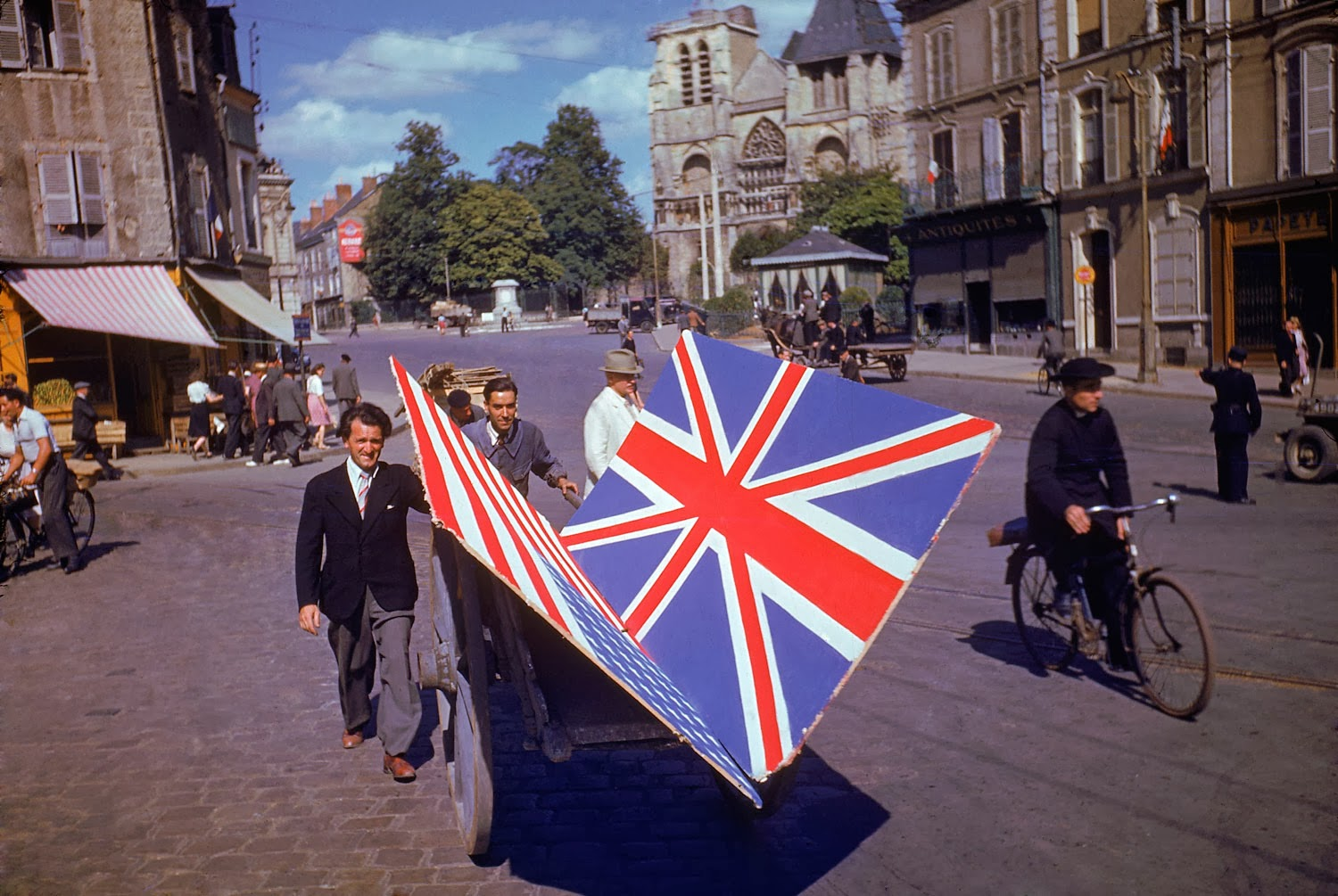DDay The Invasion of Normandy in color photographs