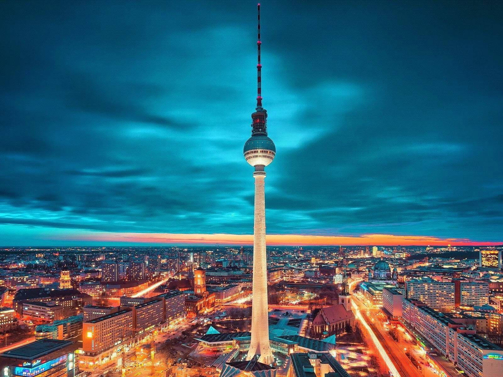 berlin tv tower at night wonderful fernsehturm germany hd. Black Bedroom Furniture Sets. Home Design Ideas