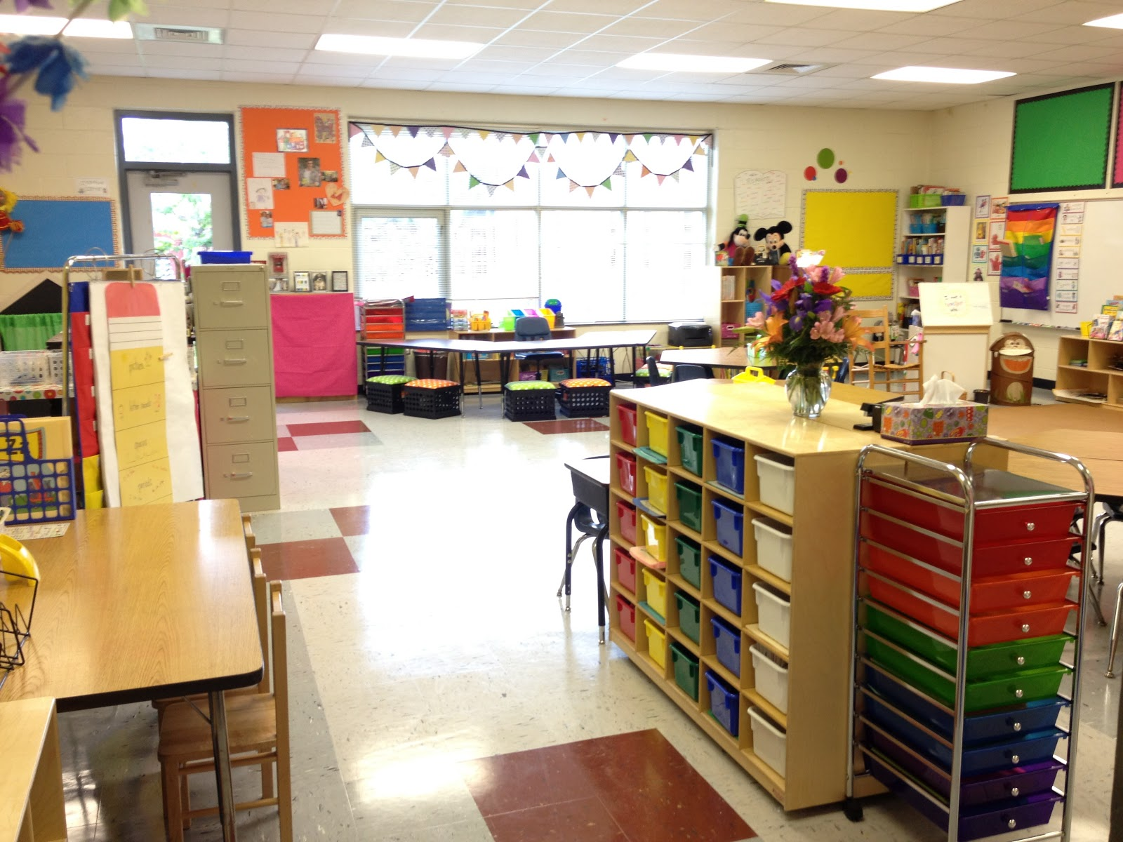 Classroom Setup Ideas For Kindergarten : Little miss glamour goes to kindergarten classroom set up