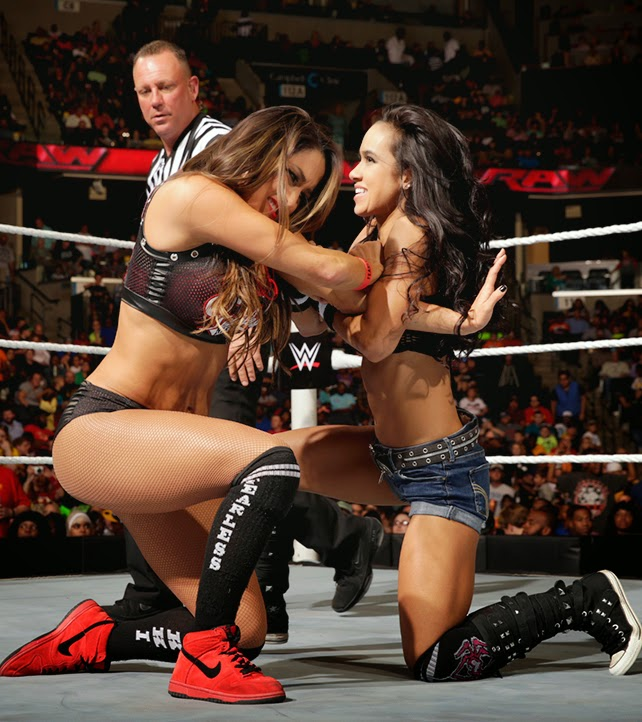 AJ vs. Nikki Bella - WWE Monday Night Raw