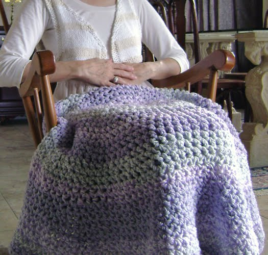 Amanda\'s Happy Hearth: Circle Lap-ghan