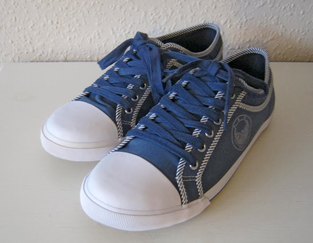 http://www.ebay.com/itm/New-odd-size-sneakers-39-and-40-UK-5-5-and-6-5-/171226937582?pt=UK_Women_s_Shoes&hash=item27ddebb8ee
