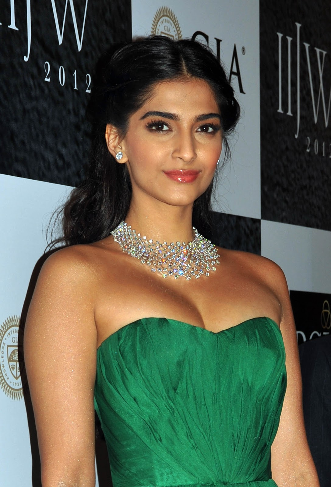 High Quality Bollywood Celebrity Pictures Sonam Kapoor