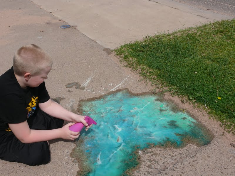 quirky mamma shared this wonderful recipe for fizzing sidewalk paint. Black Bedroom Furniture Sets. Home Design Ideas