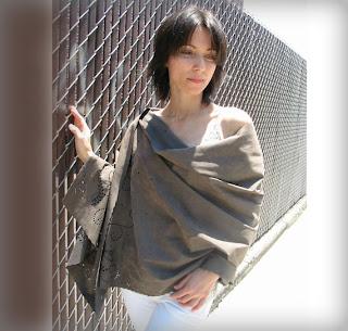 шарф –палантин из замши с выбивкой по краям