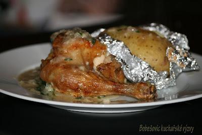 Kuře na šalvěji podle Pohlreicha s pečenou bramborou a petrželovou omáčkou