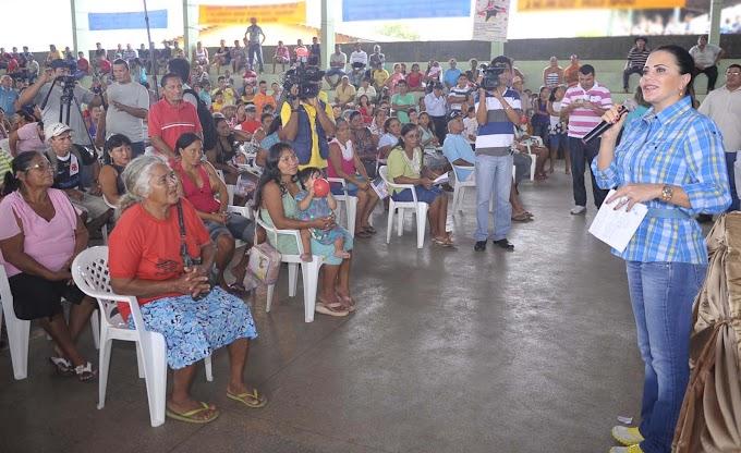 Governo do Amazonas entrega cartões Amazonas Solidário e anuncia ações sociais em Iranduba