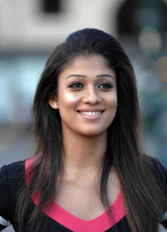 Soth Indian Actress Nayantara Photo gallery cleavage