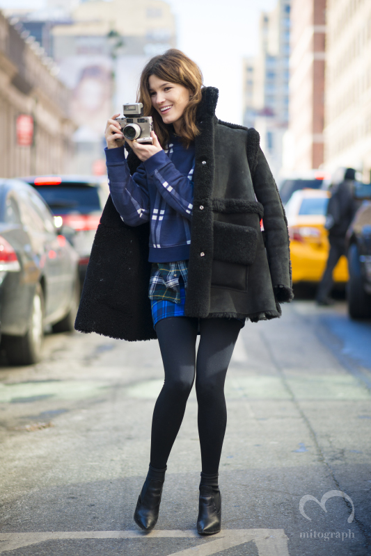 Hanneli Mustaparta trying take photos with CONTAX at New York Fashion Week