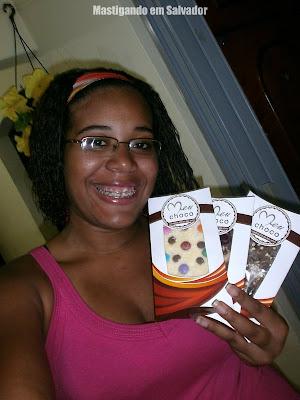 Gabriele Rodrigues com suas Barras de Chocolate da Meu Choco