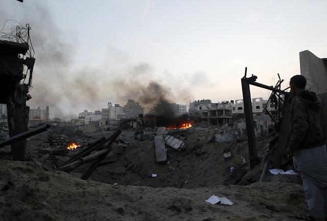 الحرب على غزة Gaza+Under+Fire+%2810%29