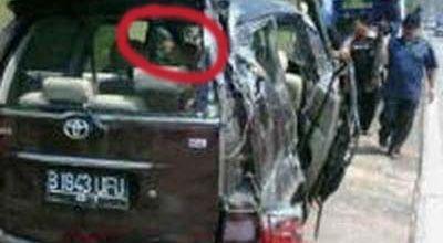 Foto Penampakan Wanita Jilbab di Mobil Saipul Jamil