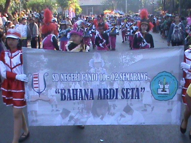 Parade Drum band, salah satu kegiatan Ekstrakurikuler di SDN Candi 01
