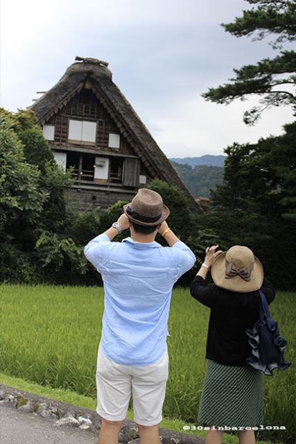 A japanese couple with hats taking pictures