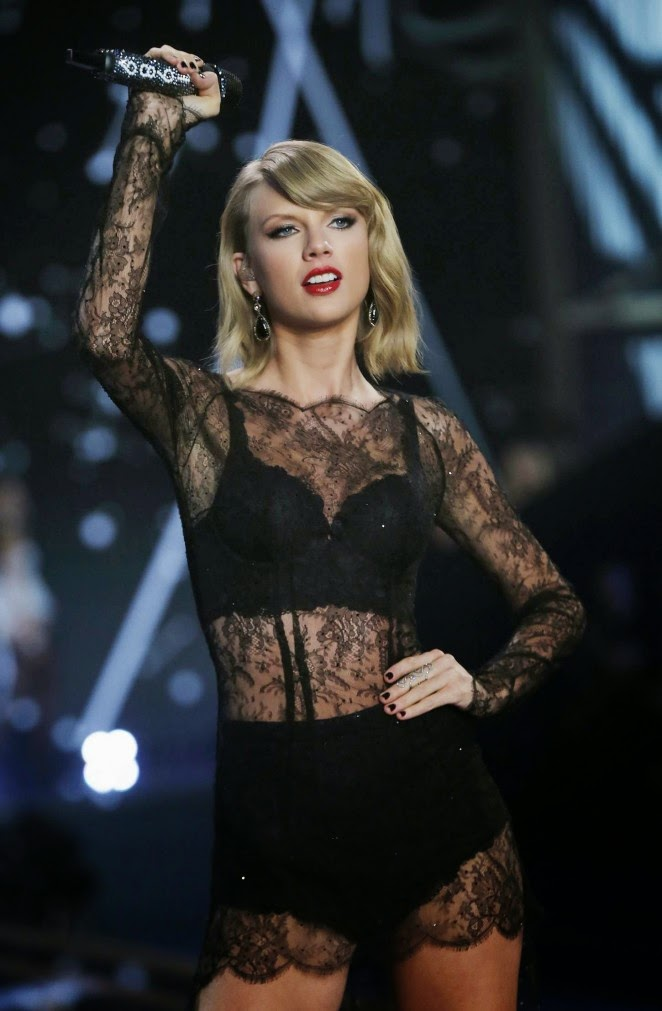 Taylor Swift Vs Fashion Show Performance