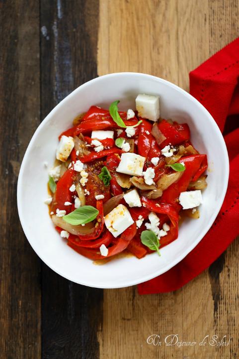 Salade tiède de poivrons rôtis et feta, facile et délicieux