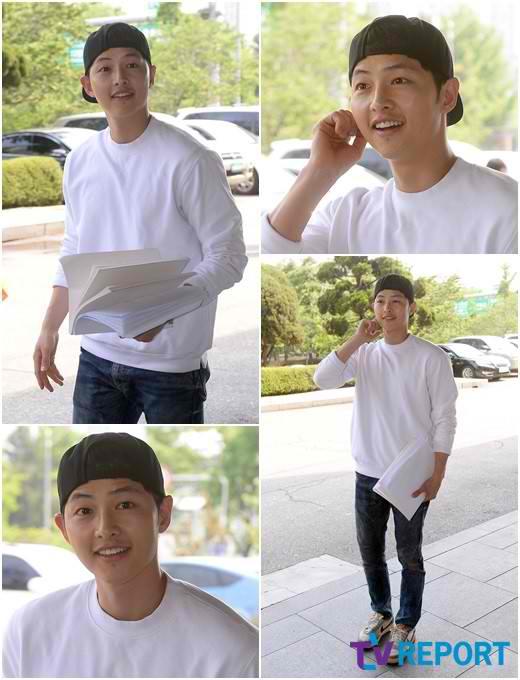 Song Joong Ki Attends 1st Script Reading For Descendants Of The Sun