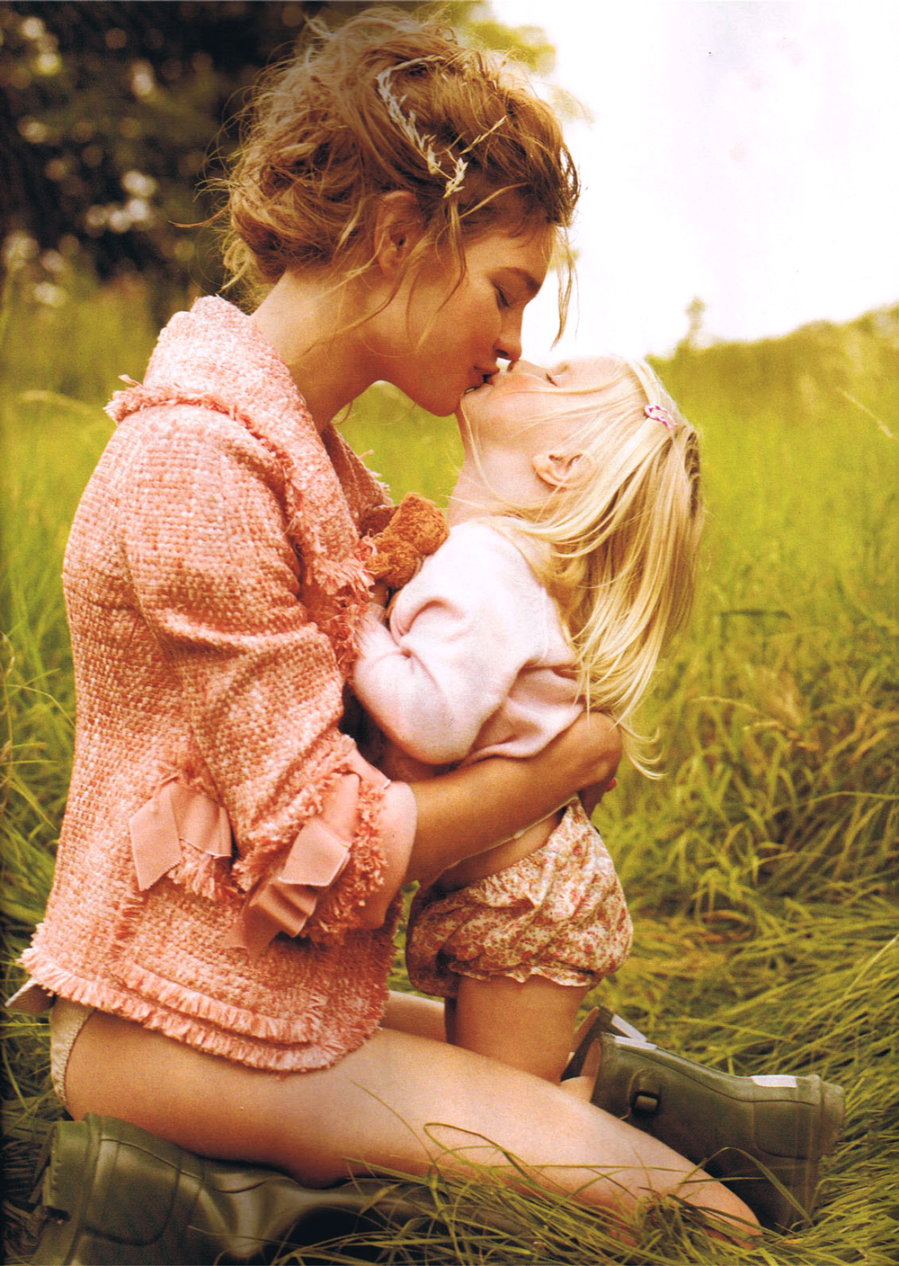 Natalia Vodianova & Neva photographed by Mario Testino for Field of dreams / Vogue US November 2008 / baby girl, mother & daughter fashion editorials / models & their children / via fashioned by love british fashion blog