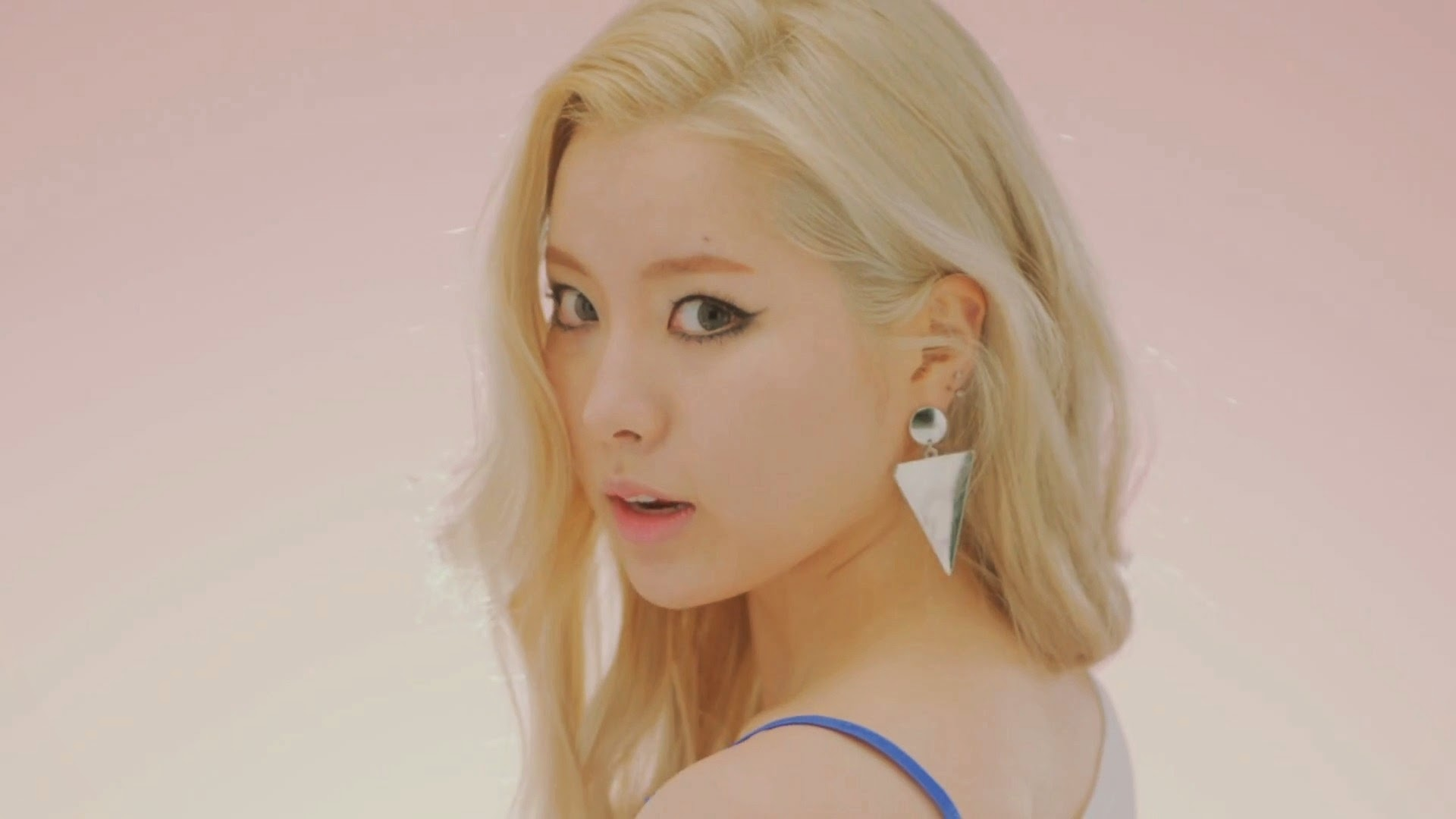 Lim Kim in Awoo MV
