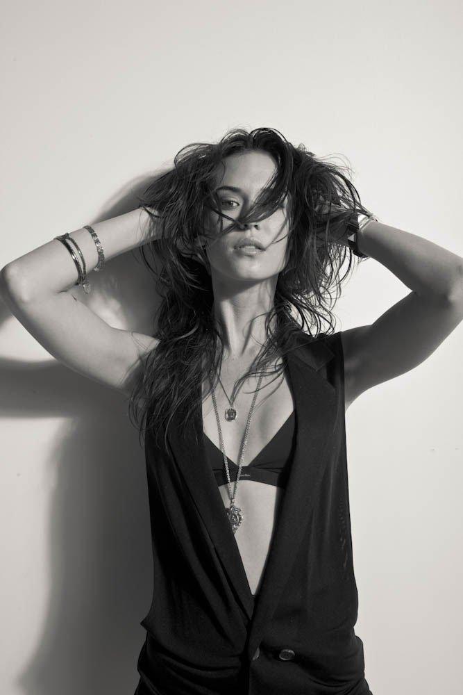 Odette Yustman Fashionable Hairstyles Photos 10