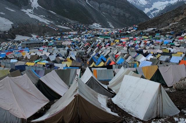 Muslim Kashmir Bantu Peziarah Hindu Saat Dilanda Banjir Bandang