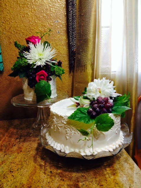 Cake Decoration Fresh Flowers : Frosted Art: How to use fresh flowers on a cake- Cake ...