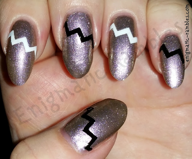 zig-zag-chevron-nails-nail-art