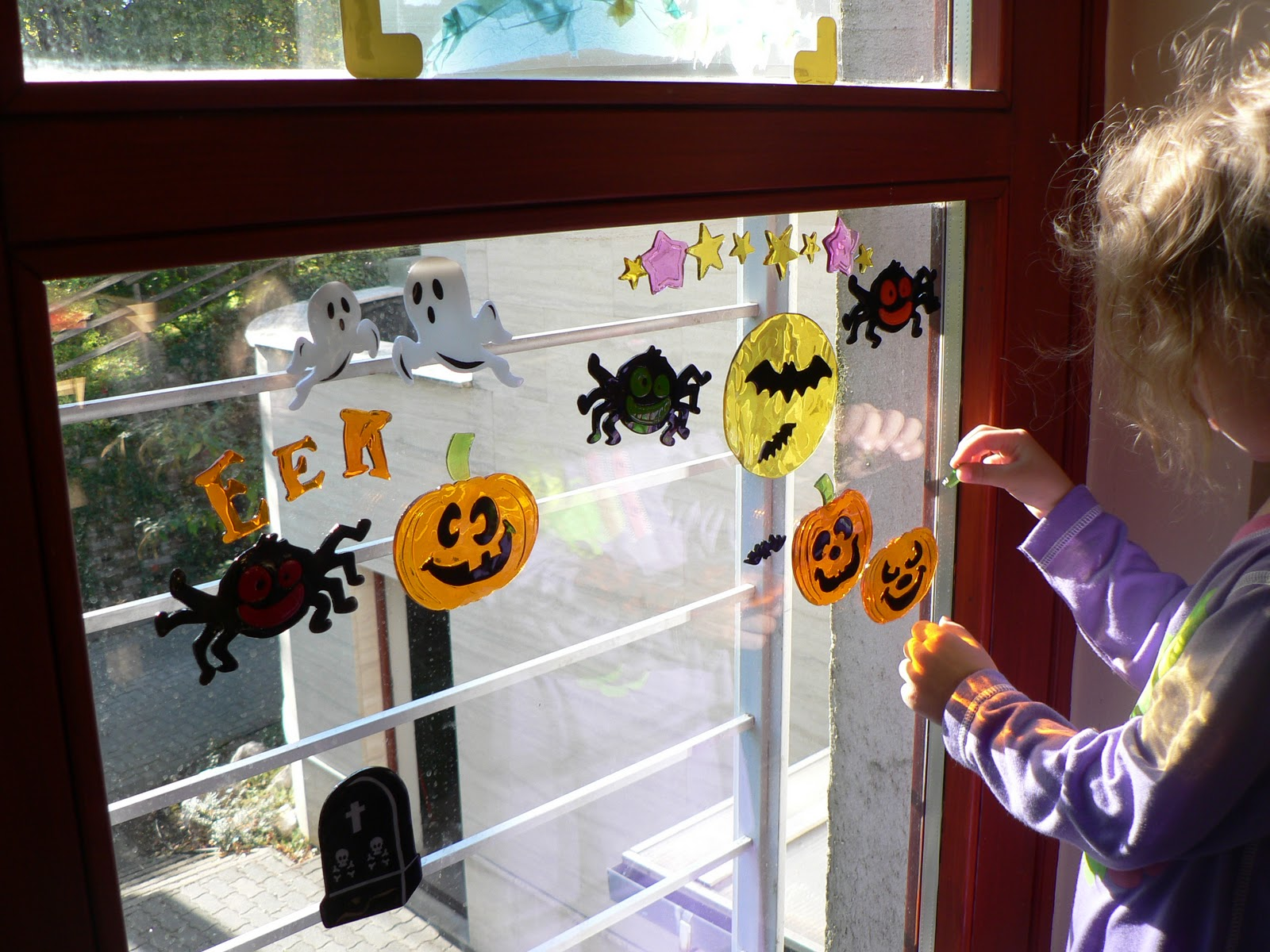 mama pea pod: {halloween gel window decorations}