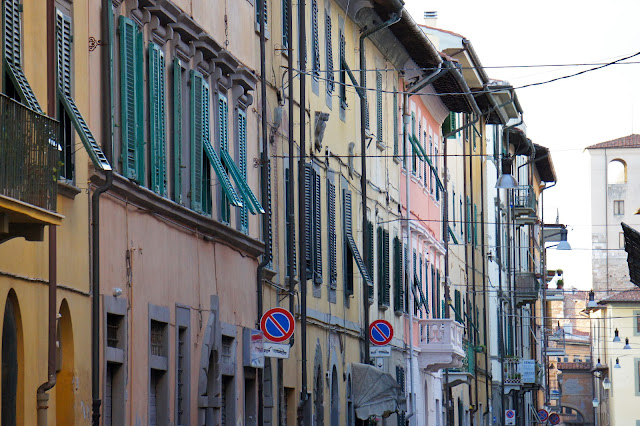 pisa street architecture