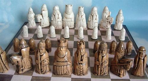 Naomi mcfarlane dd1000 - Lewis chessmen set ...