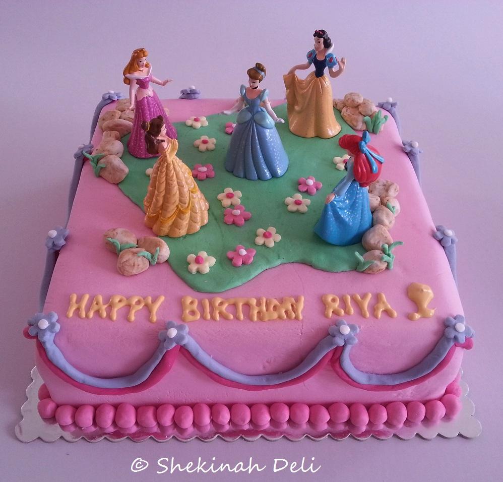 Shekinah Deli: Fairy princesses birthday cake for Riya