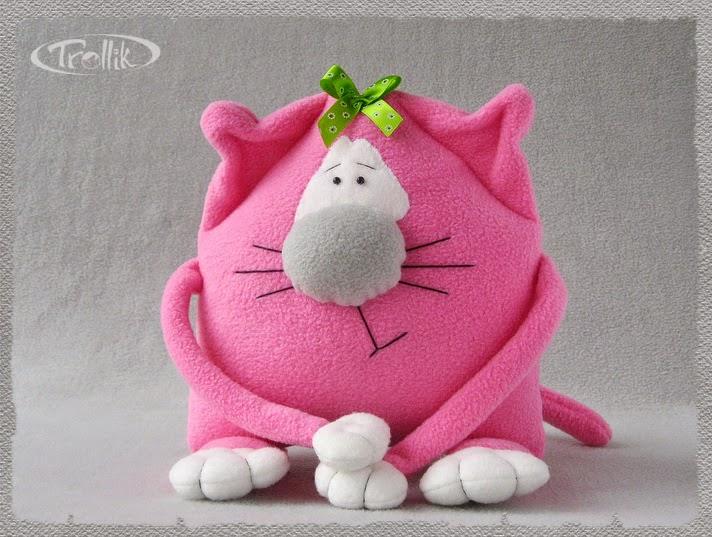 Подушка игрушка из флиса
