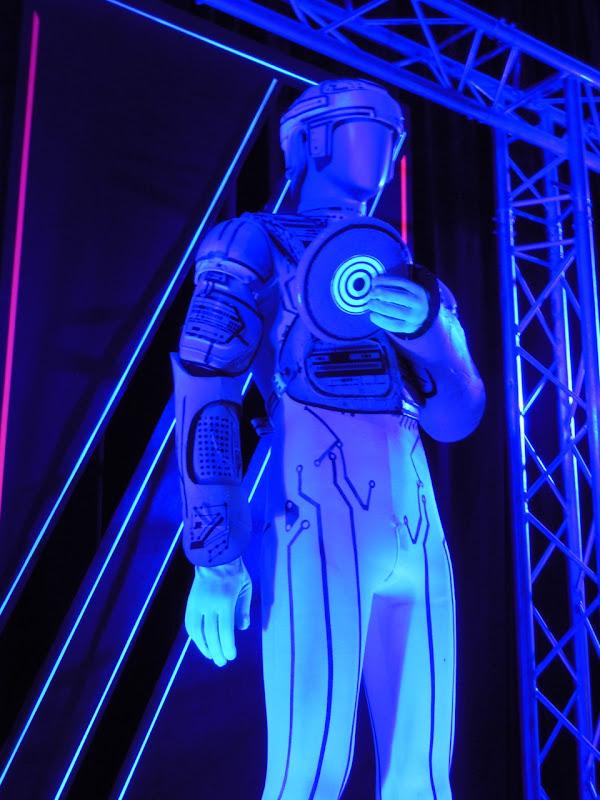 Ram Tron fim costume