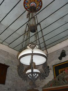 barang antik lampu gantung teplok ukir hias