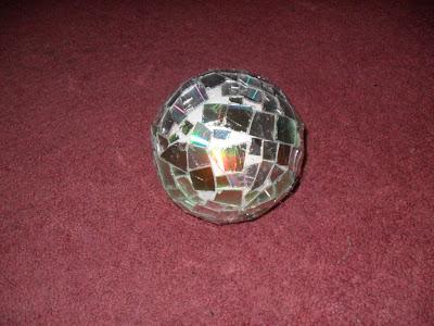 Como hacer una bola espejo reciclada