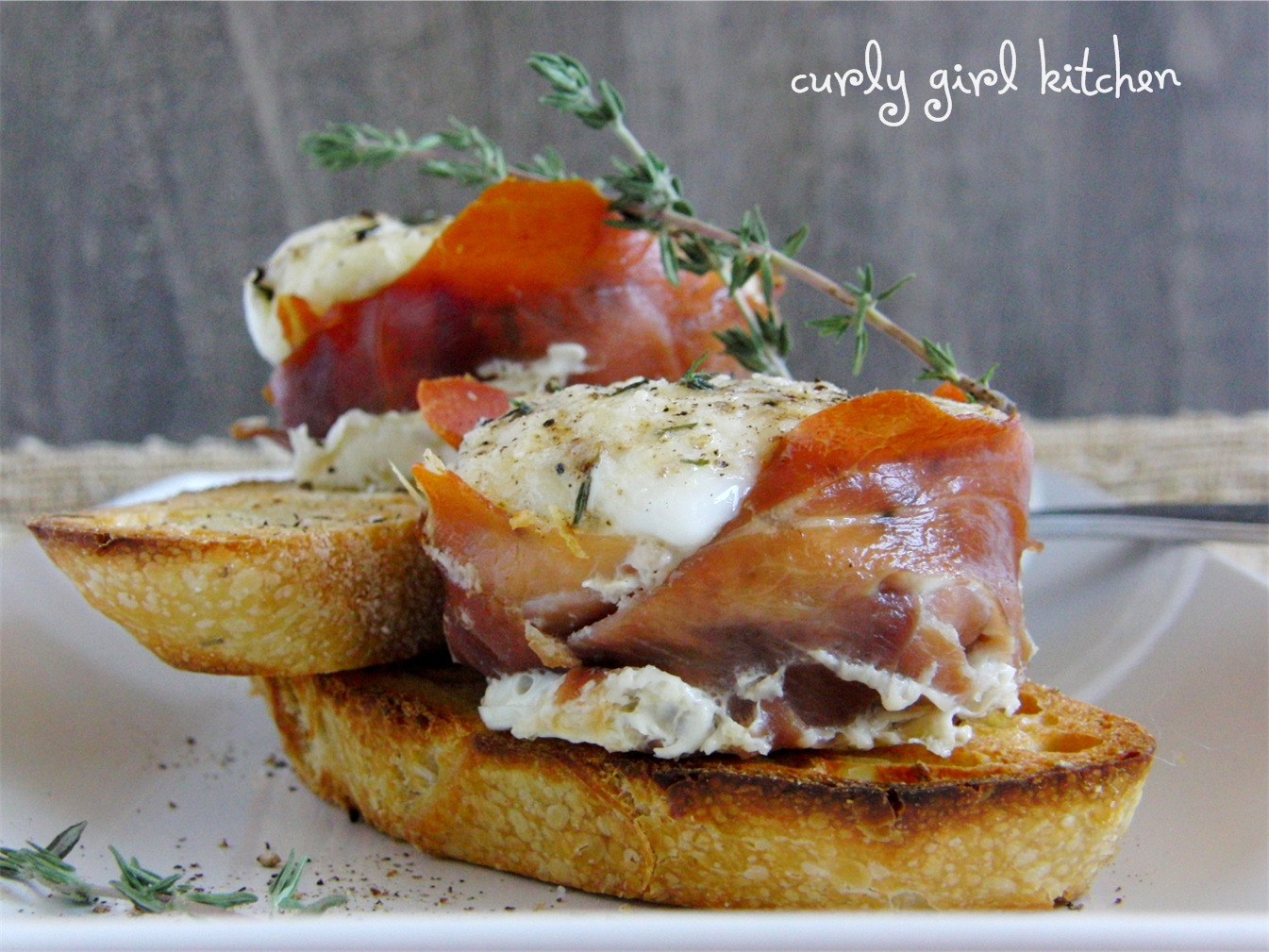 Curly Girl Kitchen: Prosciutto Egg Cups with Parmesan and Thyme