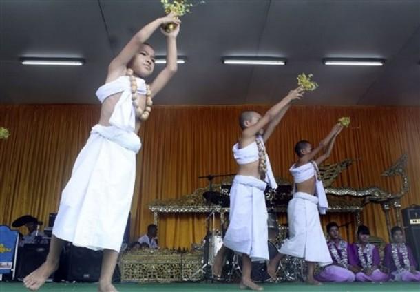 http://2.bp.blogspot.com/-Aluk7nsq_e4/Tah3F-vPmlI/AAAAAAAATzg/Y792dXSOMGA/s1600/Myanmar+Thin+Gyan4.jpg